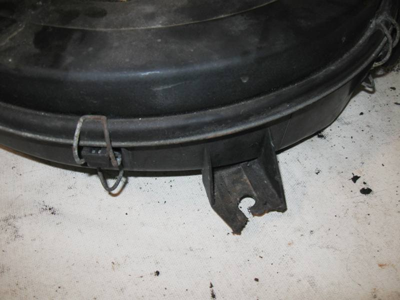 Air Cleaner Box Mercedes M103 W124 0130947202 - Click Image to Close